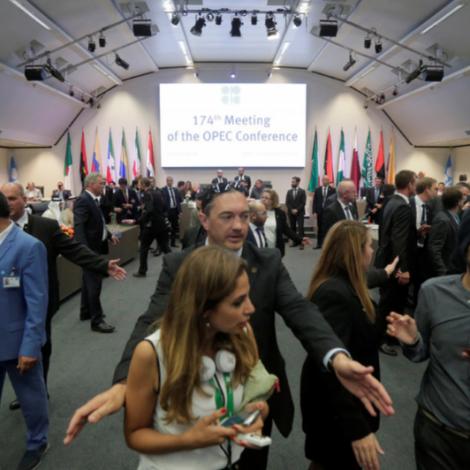 OPEC økir oljuframleiðslu