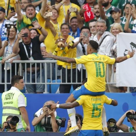 Neymar legði Braslia á odda 1-0 (Mynd: EPA)
