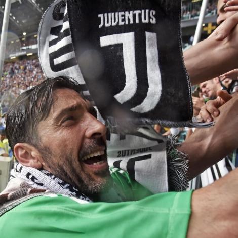 Buffon skal komandi kappingarár spæla fyri PSG (Mynd: EPA)