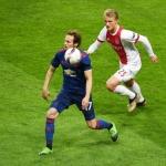 Daley Blind (t.v.) í dysti fyri Manchester United ímóti Ajax (Mynd: EPA)