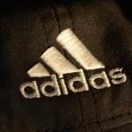 Adidas fer at gevast við at nýta nýtt plast í framleiðsluni
