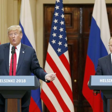 Amerikanska fólkið í øðini inn á Trump