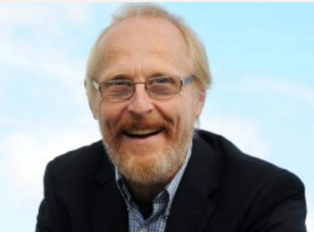 Kendi skotski oljujournalisturin, Jeremy Cresswell heldur, at Atlantsmótið tvs. økið millum Hetland og Føroyar, gongur eini áhugaverdari og jaligari oljuframtíð á møti.