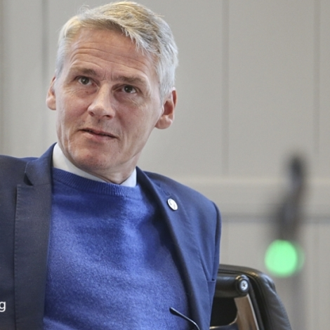 Nær ætlar Høgni Hoydal at luta menningarkvotur út