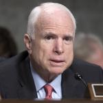 John McCain liggur til tað síðsta
