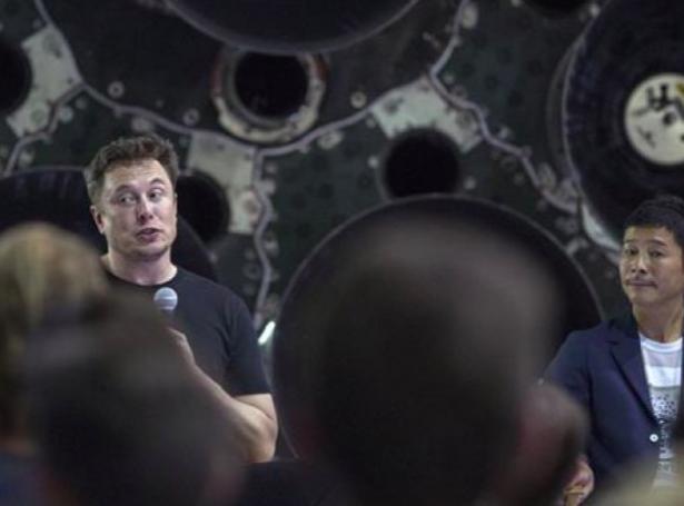 Elon Musk og Yasaku Maezawa (Mynd: Ritzau)
