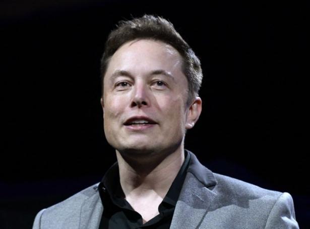 Elon Musk skal vera vertur í sendingini leygardagin 8. mai (Savnsmynd)