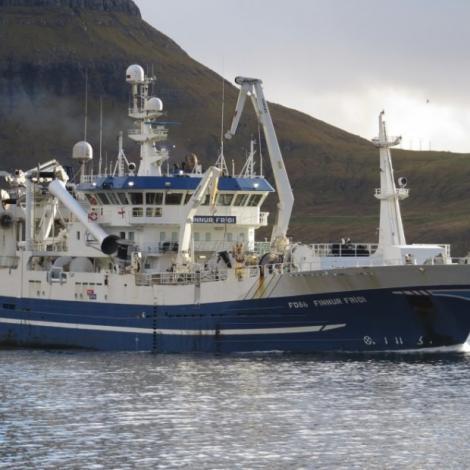Finnur Fríði siglur inn við 1500 tonsum