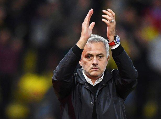 Jose Mourinho hevur áður vunnið League Cup-finalu ímóti Tottenham. Nú er portugisiski venjarin ein dyst frá at føra Tottenham til fyrsta steypið í 13 ár og til sítt fjórða League Cup-steyp (Mynd: EPA)