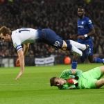 Harry Kane og Tottenham vunnu í gjár á Chelsea á Wembley. Tottenham skal spæla sínar heimadystir á leikvøllinum minst seks vikur afturat (Mynd: EPA)