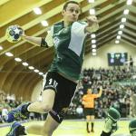 Hjalti Mohr Jacobsen í steypafinaluni í fjør, ið hann og liðfelagarnir vunnu 24-17 á H71 (Mynd: Jens Kr. Vang)