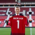 Ole Gunnar Solskjær skal í dag fyri fyrstu ferð standa á odda fyri United á Old Trafford sum fastur høvuðsvenjari hjá stórfelagnum (Mynd: EPA)