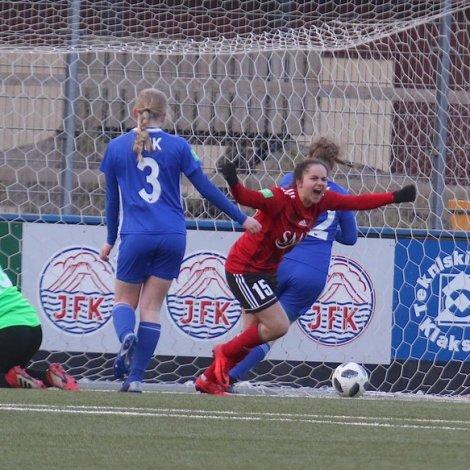 Rebekka Benbakoura hevur her skorað til 2-0 í Klaksvík (Mynd: Norðlýsið/Oliver Joensen)
