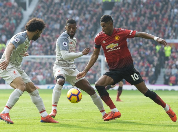Salah og Liverpool skulu royna at gera tað, sum United ikki megnaði: At koppa Barcelona (Mynd: EPA)