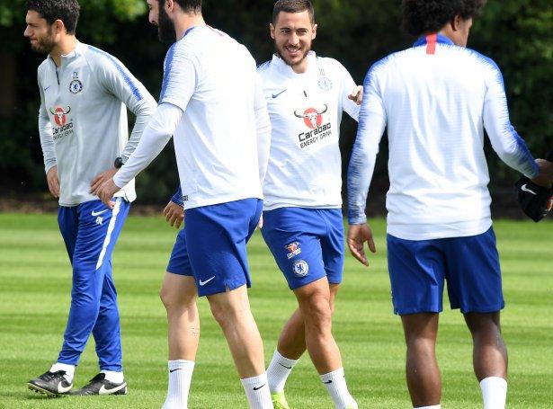 Hazard til venjing hjá Chelsea í Baku undan Europa League-finaluni (Mynd: EPA)