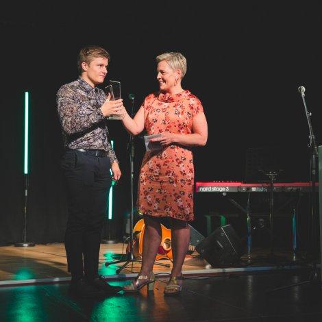 Djóni Sakarisson og Helen Gaardbo, forkvinna Støkk (Mynd: Erla Z)