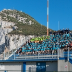 Sjálvboðin hjálparfólk á oyggjaleikunum savnað á Victoria Stadium í gjárkvøldið (Mynd: gibraltar2019.com)