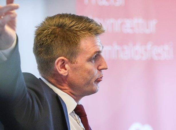 Aksel V. Johennesen og Javnaðarflokkurin fáa nú undirtøku av 23,4 prosentum av veljarunum (Mynd: Sverri Egholm)