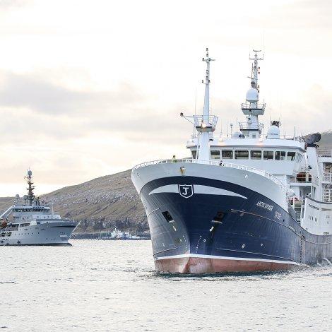 Arctic Voyager bíðar nú eftir at sleppa upp á beding