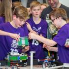 Yvir 200 børn kappast við robottum í First Lego Leauge