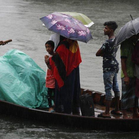 Bangladesj: Fleiri enn 300.000 fólk flutt burtur