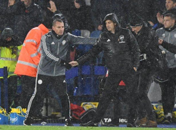 Brendan Rodgers hevur millum annað verið nevndir sum ein møguligur avloysari hjá Unai Emery í Arsenal, men hann hevur nú bundið seg til Leicester, ið liggur á 2. pláss, til 2025 (Mynd: EPA)