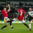 Rooney og Derby tóku ímóti Manchester United í FA Cup-dysti beint fyri koronasteðgin. Wayne Rooney hevði sína stórheitstíð sum leikari í United - nú skal hann royna at føra Derby uppeftir (Mynd: EPA)
