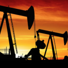 Oljuprísurin lækkar 30 prosent