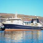 Grønlendsk skip skifta manning í Føroyum