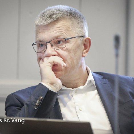 Christian Andreasen roynir at finna semju