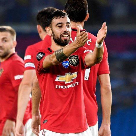 Bruno Fernandes er stórur partur av orsøkini til, at United í løtuni kappast heilt frammi í oddinum (Mynd: EPA)