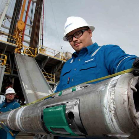 Heimsins størsti oljuveitari Schlumberger sigur upp 21.000