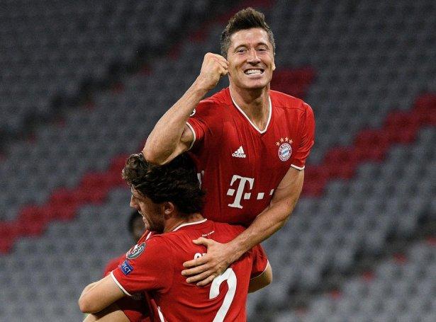 Lewandowski og Bayern skulu royna at fáa trý stig við úr Barcelona (Mynd: EPA)