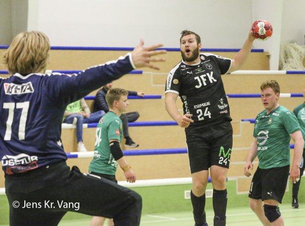 Talan er um lagnudyst hjá Sámali á Tjaldrafløtti og Team Klaksvík í kvøld (Mynd: Jens Kr. Vang)