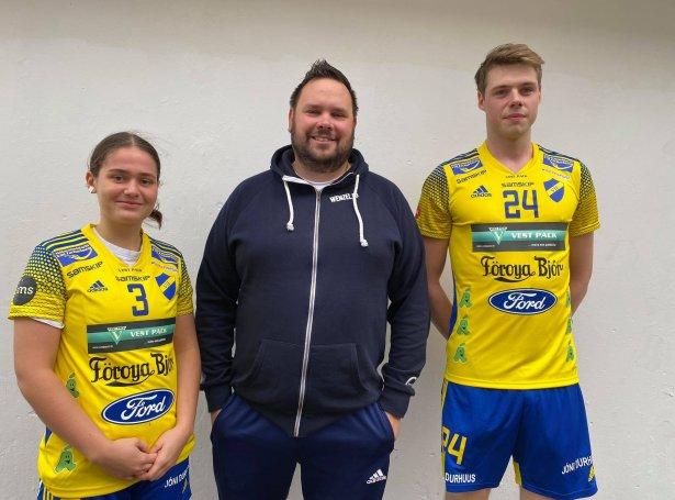 Rannvá Olsen, spælari, Rúni Djurhuus, stjóri Wenzel og Hallur Arason, spælari (Mynd: VÍF)