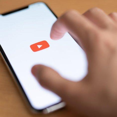 Youtube strikar sjónbond um koronavaksinu