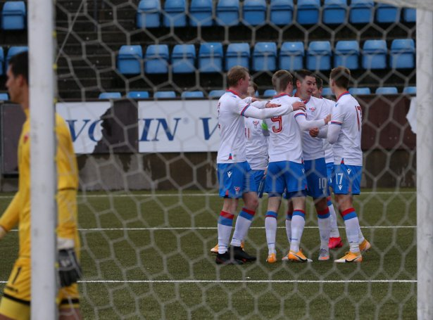 Fagnaður eftir 1-0 málið á Svangaskarði týsdagin (Mynd: Heri Joensen / FSF)