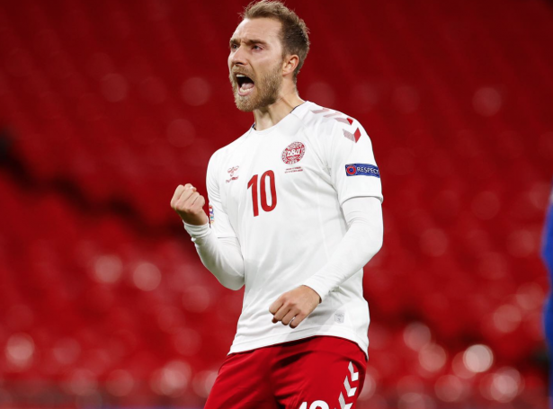 Christian Eriksen, sum spældi landsdyst sín nummar 100, avgjørdi dystin móti Onglandi við brotssparki (Mynd: DBU)