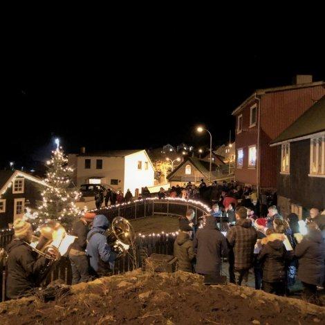 Jólatrøini í Sunda kommunu tendrað 2. og 3. desember