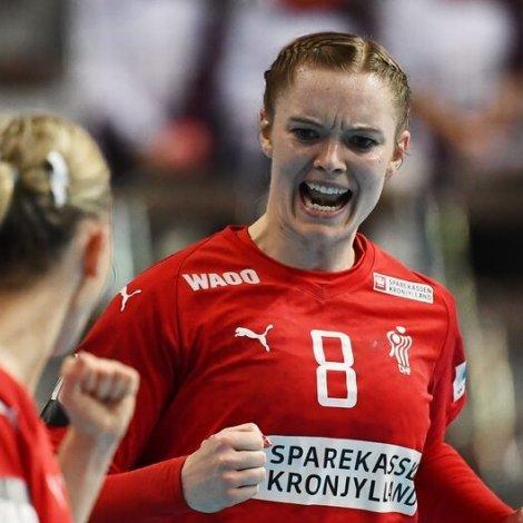 Anne Mette Hansen og hinar á danska liðnum hava knívin á barkanum í kvøld