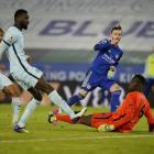 James Maddison leggur her Leicester á odda 2-0 (Mynd: EPA)