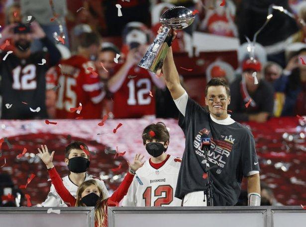 Nú 44-ára gamli Tom Brady jagstrar sín áttanda Super Bowl-ring (Mynd: EPA)