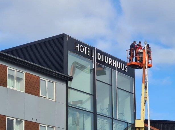 Hotel Streym verður til Hotel Djurhuus við ávísum broytingum 1. mai (Mynd: Birgir Waag Høgnesen)