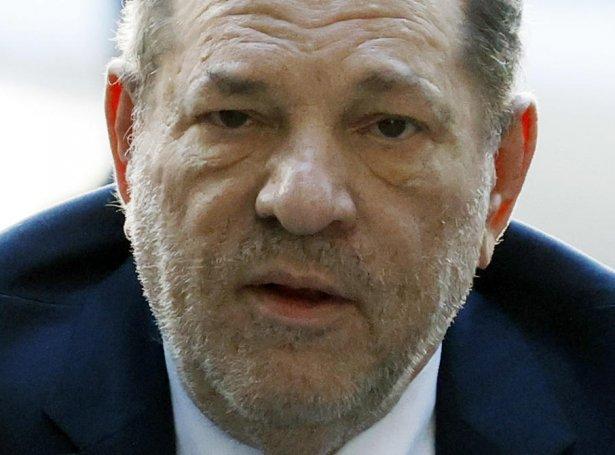 Harvey Weinstein varð dømdur 23 ára fongsulsrevsing í fjør (Mynd: EPA)