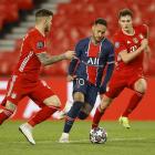 Neymar og co. taptu 0-1 á heimavølli í Paris, men tað var nóg mikið at koma víðari við regluni um útivallarmál (Mynd: EPA)