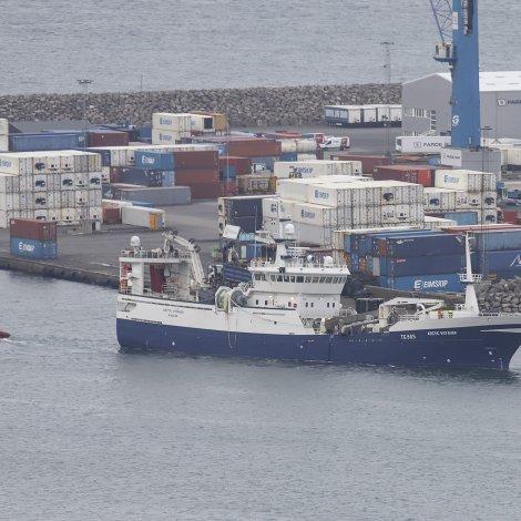 Arctic Voyager fekk um skrúvuna og maður á Nærabergi skar seg í hondina