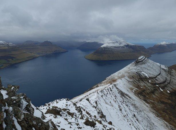 Leirvík og Leirvíksfjørður sæð av Háfjalli