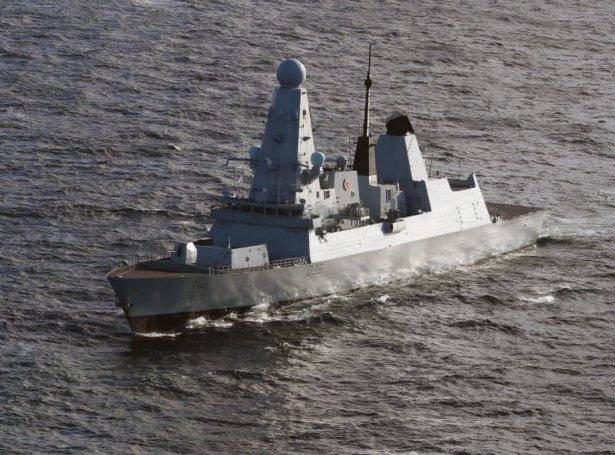 HMS Defender (Mynd: EPA)