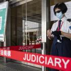 Hong Kong: Níggju ár í fongsul fyri at veitra við einum flaggi