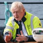 Boris Johnson: Kunnu ikki steðga oljuútbygging eystan fyri Føroyar